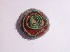 Add woollen yarn and felt in circular shapes.