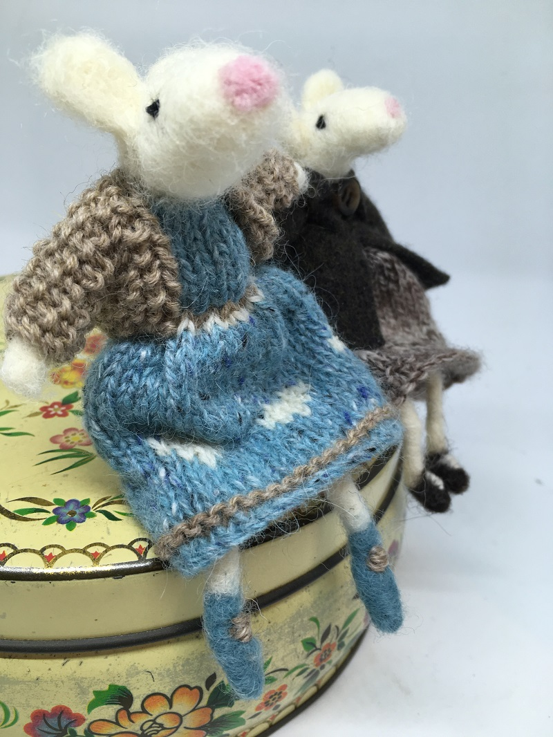 Mice in knitted dresses 2