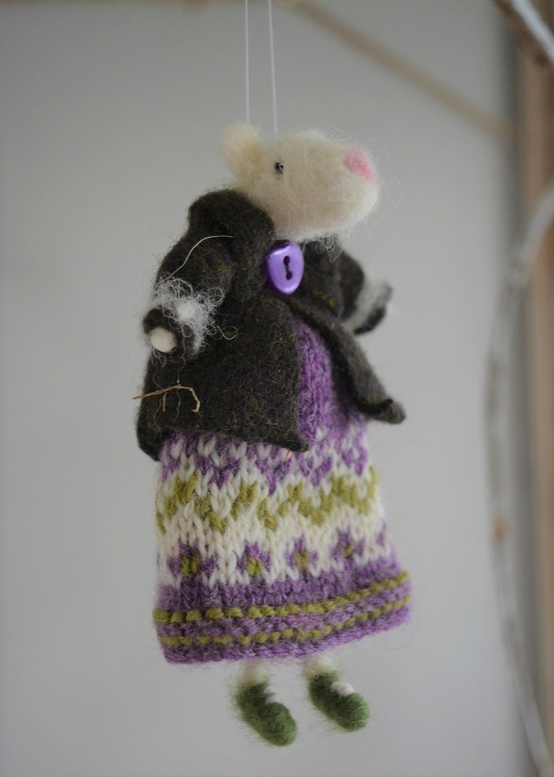 Mouse decoration in knitted dress