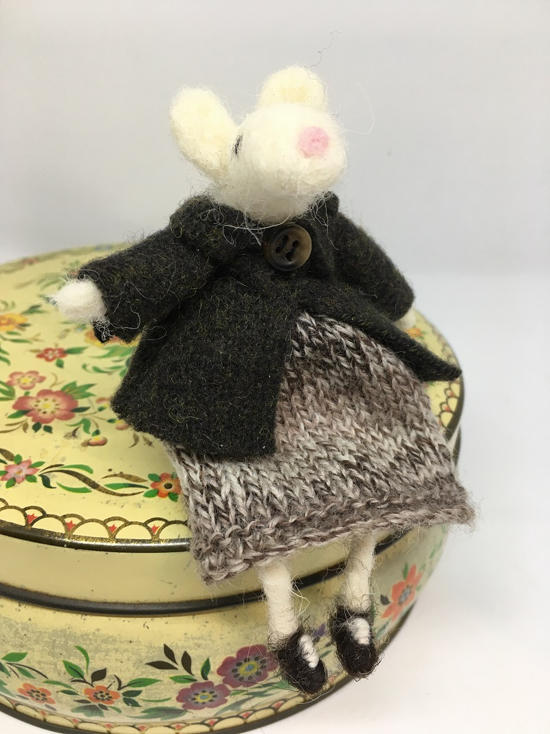 Mouse in dress